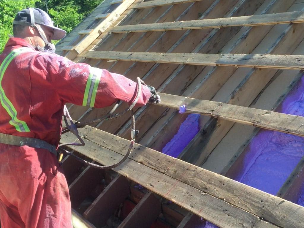 Isolation d'une toiture résidentielle à Tewkesbury