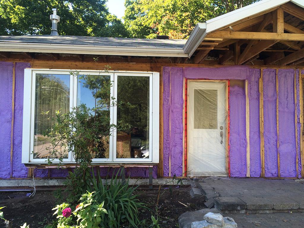 Isolation des murs de maison résidentiel